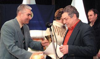 Nebojsa Stanojevic prima nagradu